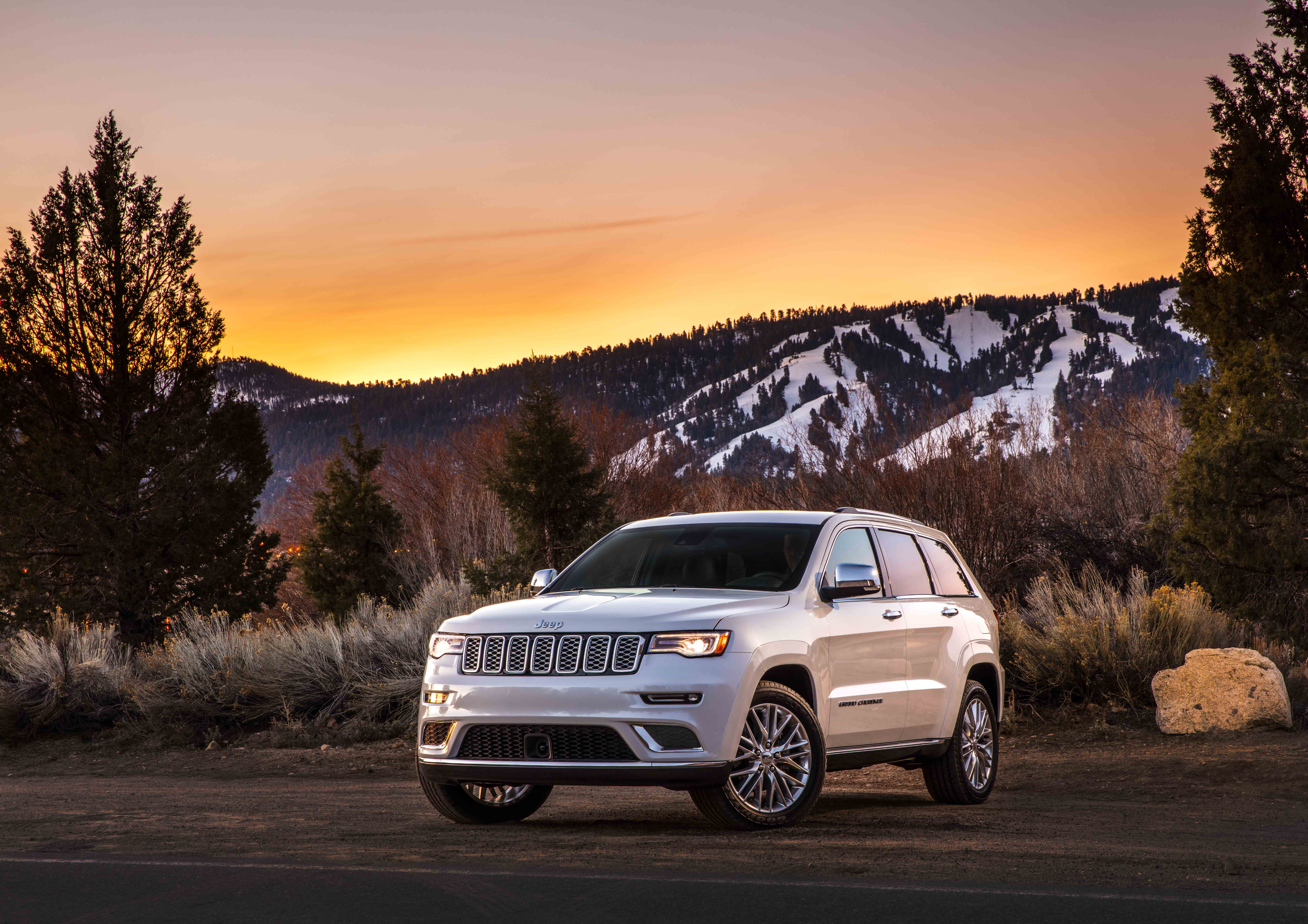 Jeep SUV or Chrysler Minivan available in Salem, OR at Roberson Motors
